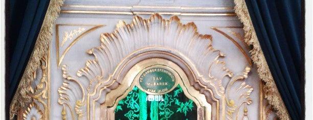 Tomb of Sultan I. Abdulhamid & IV. Mustafa is one of İSTANBUL PADİŞAH TÜRBELERİ.