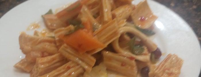 Али is one of китайская кухня / chinese cuisine.