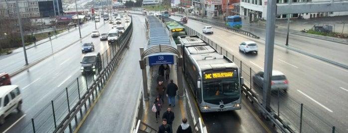 Güzelyurt Metrobüs Durağı is one of Metrobüs Durakları.