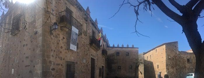 Plaza De Las Veletas is one of Descubriendo Cáceres.