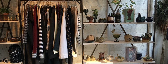 Marché Rue Dix is one of Brooklyn Thrifting.
