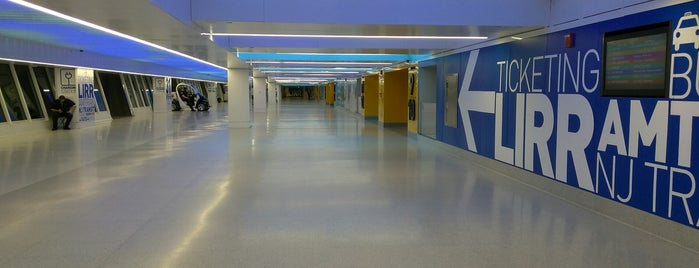 West End Concourse is one of Pontos.
