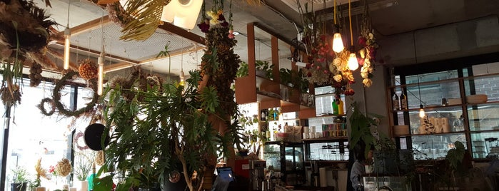 VERSGARDEN is one of Cafes in Seoul.