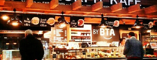 Kokpit Kafe is one of atatürk havalimani hava ve kara tarafı.