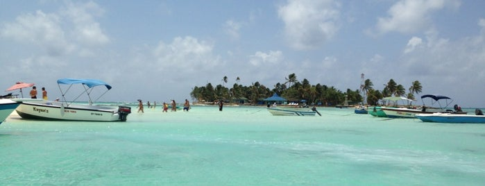 Rocky Cay is one of San Andres.