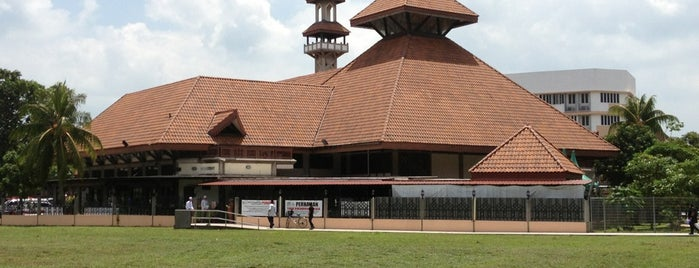 Darul Aman Mosque is one of Top 10 favorites places in Singapore.
