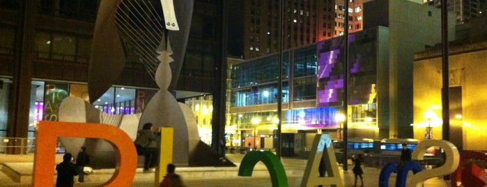 Daley Plaza Picasso is one of Chicago Palace Places To Go.