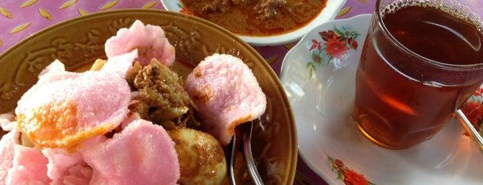 Lontong Sayur Padang Dipatiukur is one of Bandung Kuliner.
