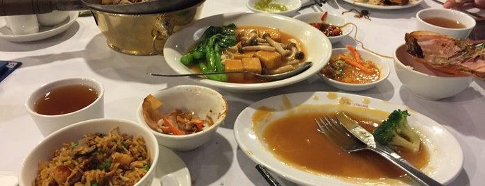 Thai Village Premium Sharkfin Restaurant is one of Culiner.