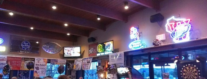 Features Sports Bar & Grill is one of Mill City Love.
