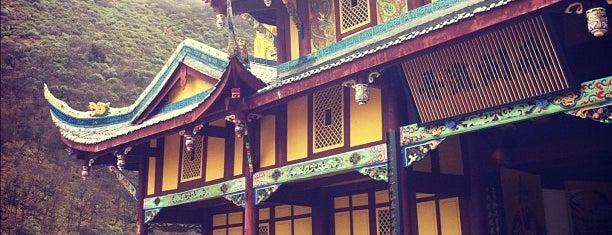 黃龍 Huanglong Natural Park is one of Attractions to Visit.