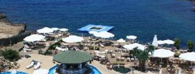 Rocks Hotel Pool Bar & Restaurant is one of Kuzey Kibris.