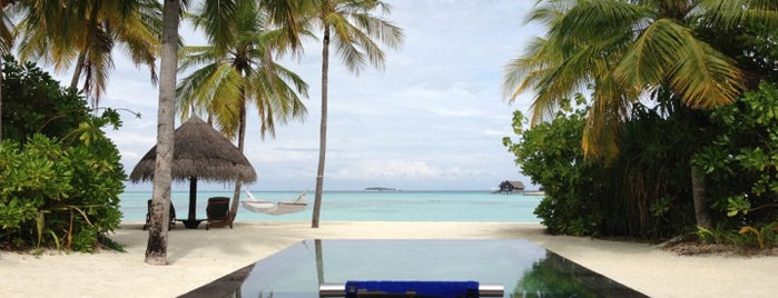 One & Only Reethi Rah is one of Надо посетить.