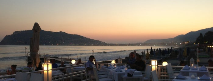 White'n White Beach Club is one of Alanya Otelleri.