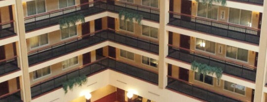 Embassy Suites by Hilton Cleveland Rockside is one of Monavie Offices and meeting places..