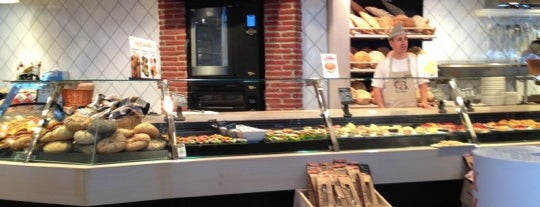 Cakes & Bakes is one of Istanbul - Cafe&Restaurant.