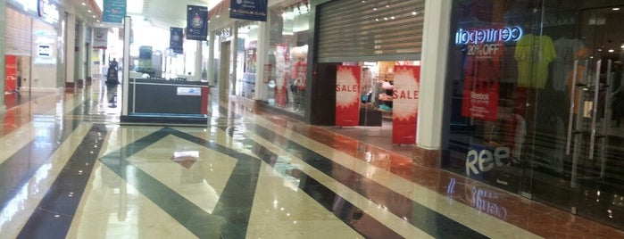 Maadi City Center is one of Shopping.