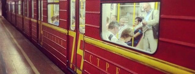 Поезд «Красная стрела – 75 лет» is one of Именные поезда Московского метрополитена.