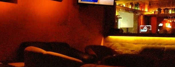 Dusk Lounge & Bar is one of lugares daoras.