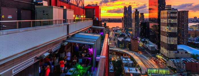 Sky Room is one of Rooftop bars.