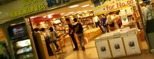 Books Kinokuniya is one of 本屋.