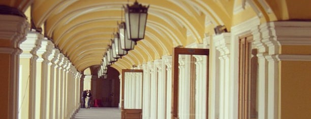 Большой Гостиный двор is one of Shopping.