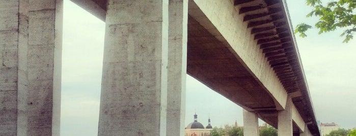 Nusle Bridge is one of Pražské mosty.