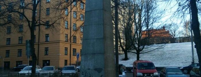 Ässärykmentin muistomerkki / Jalkaväkirykmentti 11 is one of Patsaat ja muistomerkit.