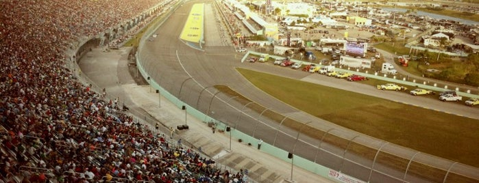 Homestead-Miami Speedway is one of Best Nascar Race Car Tracks.