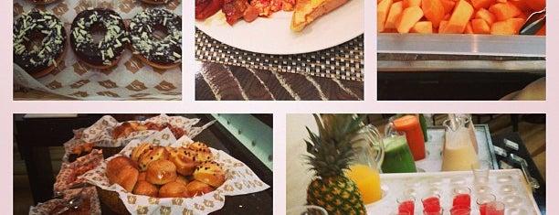 Dunes Café is one of Dubai Food.