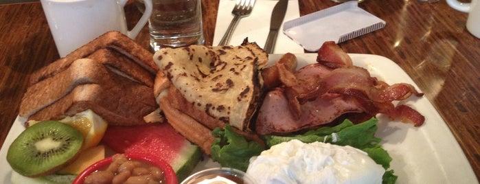 Café Bistro l'Enchanteur is one of Brunch.