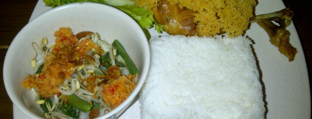 Ayam Kremes Bu Tjondro is one of Restaurant/Foodcourt.