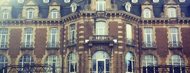 Le Château de Namur is one of Restos.