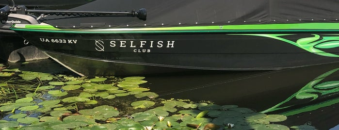 Selfish Club is one of загород.