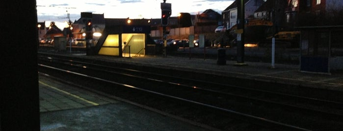 Station Burst is one of Bijna alle treinstations in Vlaanderen.
