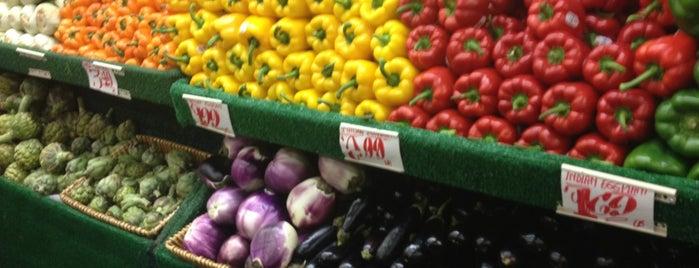Manhattan Fruit Exchange is one of Manhattan Haunts.