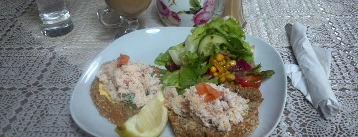 The Stonehouse Cafe is one of Food Worth Stopping For.