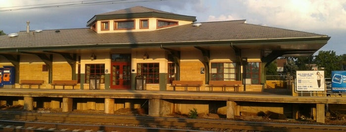 NJT - Edison Station (NEC) is one of New Jersey Transit Train Stations I Have Been To.