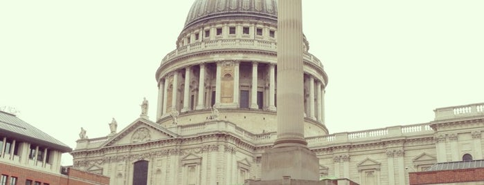 Paternoster Square is one of London 🇬🇧.