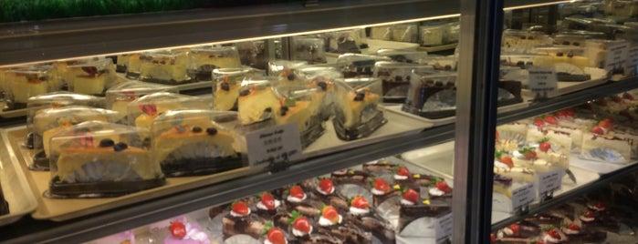 Sunlight Cafe & Cake is one of Makan @ Utara #7.