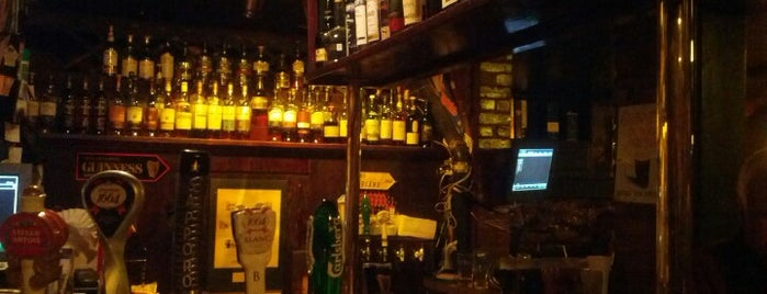 Hurley's Irish Pub is one of Feed Me! Montreal.