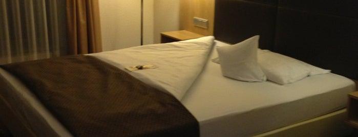 Best Western Premier Hotel LanzCarré is one of Heidelberg/ Germany.