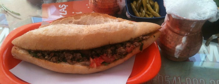 Kadıköy Tantuni is one of istanbulda arka sokak lezzetleri.