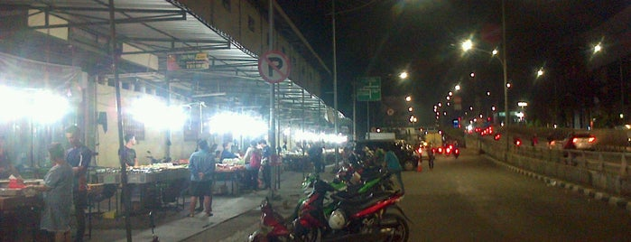 Pasar Kue Subuh is one of Must-visit Food in Jakarta Capital Region.
