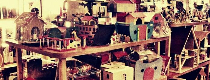 Fábrica de Brinquedos is one of Compras.