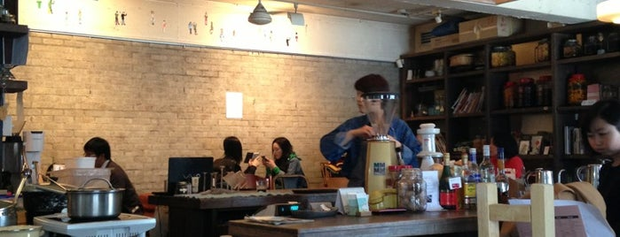 cafe Suッkara (수카라) is one of Cafes in Seoul.