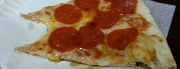 Vittorio's Pizza Plus is one of Pizza-To-Do List.