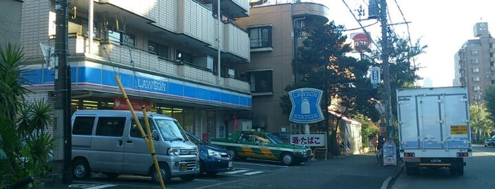 Lawson is one of コンビニ.