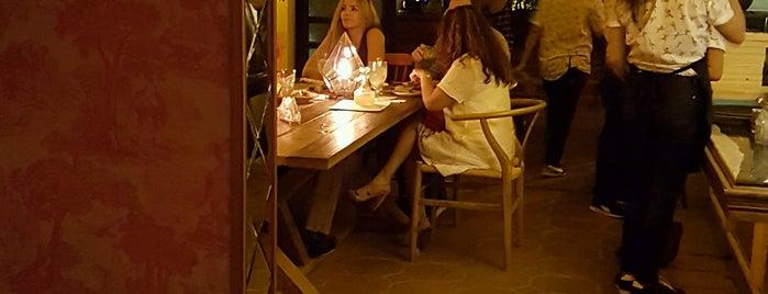 Clandestino Casa Comedor is one of Restaurantes.