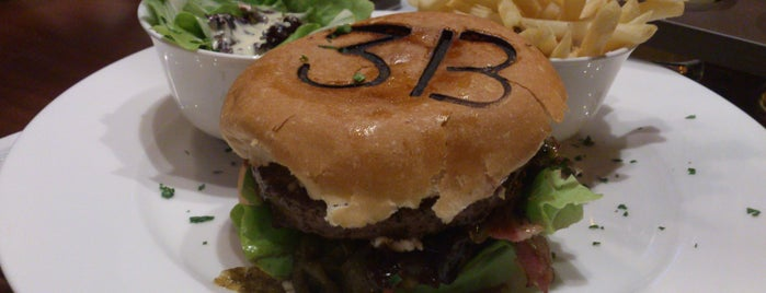Les 3 Brasseurs is one of Great Burgers in SP.